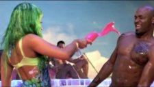 Rihanna Ftnicki Minaj Raining Men