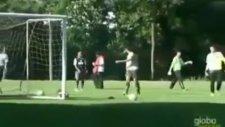 Ronaldinho'dan Fizik Kurallarına Aykırı Gol !