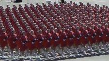 Çinli Kadın Askerlerin İnanılmaz Geçit Töreni!