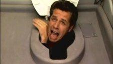 Tuvaletten Kafa Çıkarsa