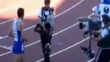 Fransız Atlet 14 Yaşındaki Maskot Kıza Saldırdı