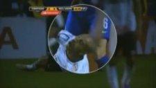 Rakibinin Parmaklarını Isıran Futbolcu!