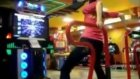 Dans oyunu ile kafayı bozan kız