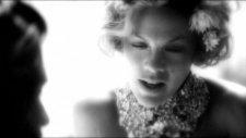 Pink Blow Me (One Last Kiss) (Yepyeni Video)