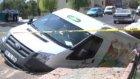 Asfalt Çöktü Minibüs İçine Düştü