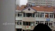 Karısını 6. kattan atan adam