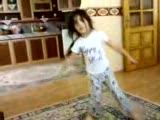 Kız Cocugu Süper Dans Ediyor