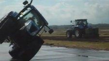 Traktör İki Teker Üzeri Gidiyor