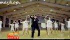Canlı Yayını Unutup Gangnam Style Şarkısıyla Kopmak