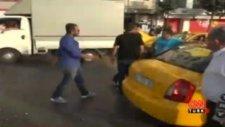 Taksiciler kavga etti, turistler kaçtı!