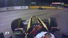 Schumacher Singapur'da Kaza Yaptı