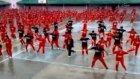 Bin mahkum, aynı anda Gangnam Style dansı yaptı!