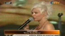 Ömür Gedik'in Altın Portakal'da Söylediği Şarkı Alay Konusu Oldu!