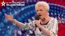 80 Yaşındaki Kadın Sesiyle Herkesi Şaşırttı !