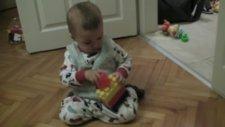Uras Legolarıyla Oynuyor