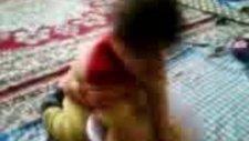 Çocuk Hamur Yoğuruyor