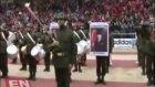 Atatürk posteri taşıyan asker heyecandan titredi