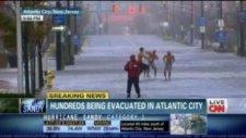 Kasırgada Gangnam Style Dansı Yaptılar