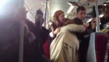 Metrobüste saç baş yolmalı kadın kavgası