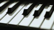Nüzhet Erdoğdu - Piyano Solo