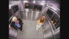 Asansörde Korkunç Şaka Yeni