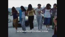 Horon Oynayan Kızlar