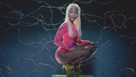 Nicki Minaj - Beez In The Trapft. 2 Chainz