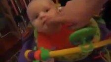 Patlayan şeker yiyen bebek