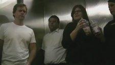 Asansörde Osuruk Şakası!