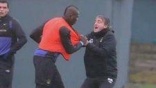 Balotelli Hocası Manciniye Saldırdı