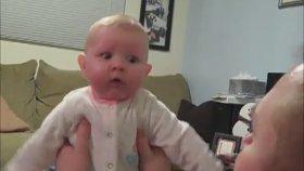 Elektrik Süpürgesinden Korkan Bebek