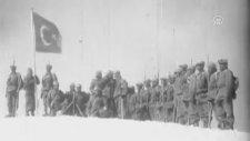 Türk askerinin 70 yıl önce gerçekleştirdiği tatbikat görüntüleri