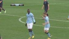 Balotelli gençlere futbol dersi verdi