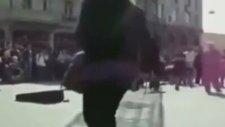 Taksim'de Dans Eden Çılgın Teyzeler