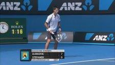Novak Djokovic'e kıçını dönmek