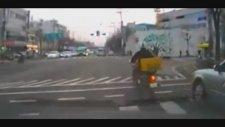 2 Motosikletlinin Çarpışma Anı