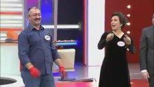 Rizeli Çiftin Enerjik Hareketleri Güldürdü (Ben Bilmem Eşim Bilir)