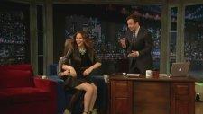 Russell Brand Katharina Mcphee'yi Zorla Kucağına Oturttu!