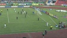 Honduras'lı Futbolcudan Akılalmaz Rövaşata
