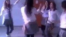 Roman Oynayan Liseli Kızlar