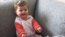 Sinirlenen Tatlı Bebek