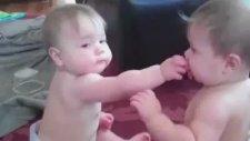 Bebeklerin Emzik Savaşı!