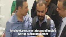 Mustafa Sandal & Mustafa Bozkurt kuliste şampiyonluğu kutluyor