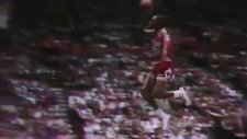 Michael Jordan Büyülüyor