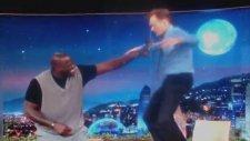 Conan O'brien Harlem Shake Yapıyor !