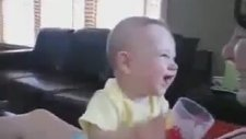 göbek atan bebek