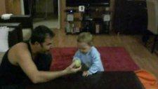 Atlas Tuna - Baba Oğul Tenis Topu Oyunu Kahkahalar
