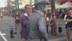 Sokak Sanatçısını Delirten Adam!