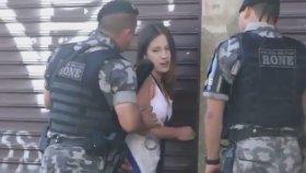Brezilya Polisinden Genç Kıza Taciz Ve Şiddet