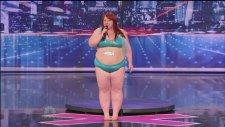 Yetenek Yarışmasındaki Kilolu Striptizci